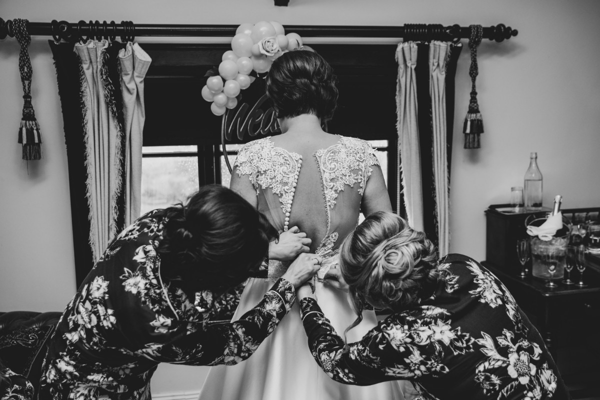 Wedding preparations - Laura and Benny Photography