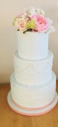 Artificial wedding cake, a budget friendly way of keeping the tradition