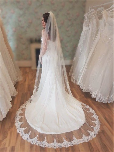 Clover Lace Tipped Veil