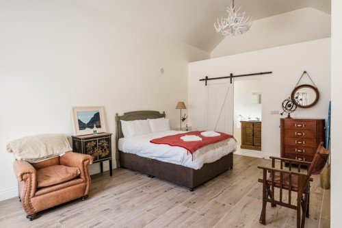 Stylish guest room by Boutique Photography