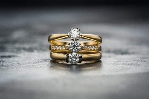 Diamond Engagement Rings in 18k Yellow Gold