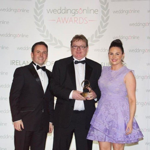DJs - DJ Stevie Dee weddingsonline DJ of the year 2015 - Collecting the award from Lisa Cannon