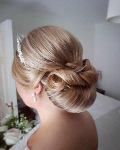 elegand bridal Hairstyle chignon