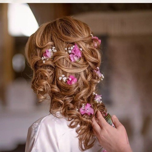 romantic bridal hairstyle with flowers