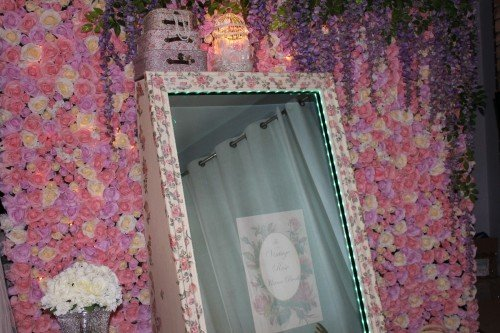 """The Vintage Rose"" mirror with flowerwall"