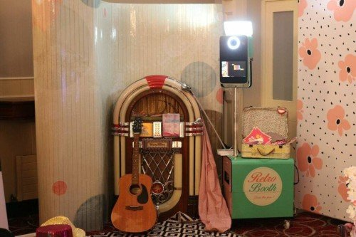 Retro Booth with Wurlitzer props