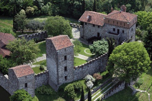Bird's eye view Castello di Rossino on Lake Como