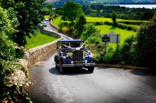vintage wedding car, natural reportage,