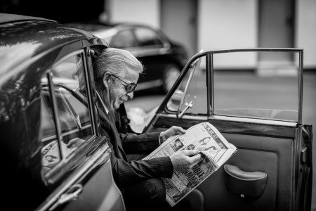 Wedding driver waiting for Bride, wedding newspaper, real wedding, documentary style, natural, reportage, candid, black and white,